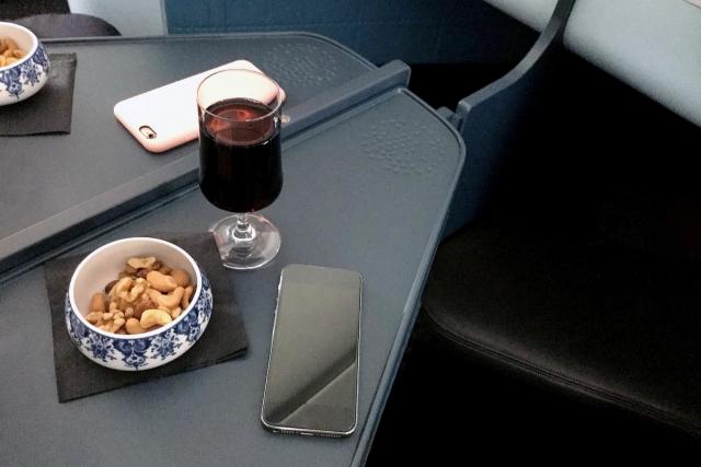 mobile_at_airport